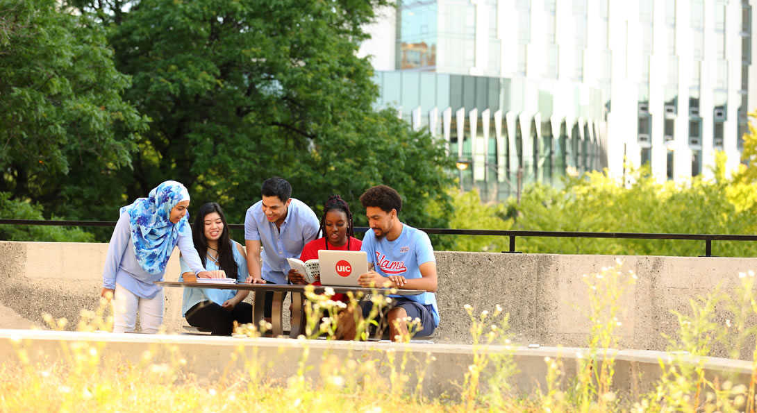 UIC students studying on campus