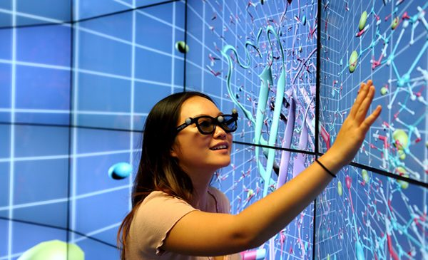 Student in electronic visualization lab